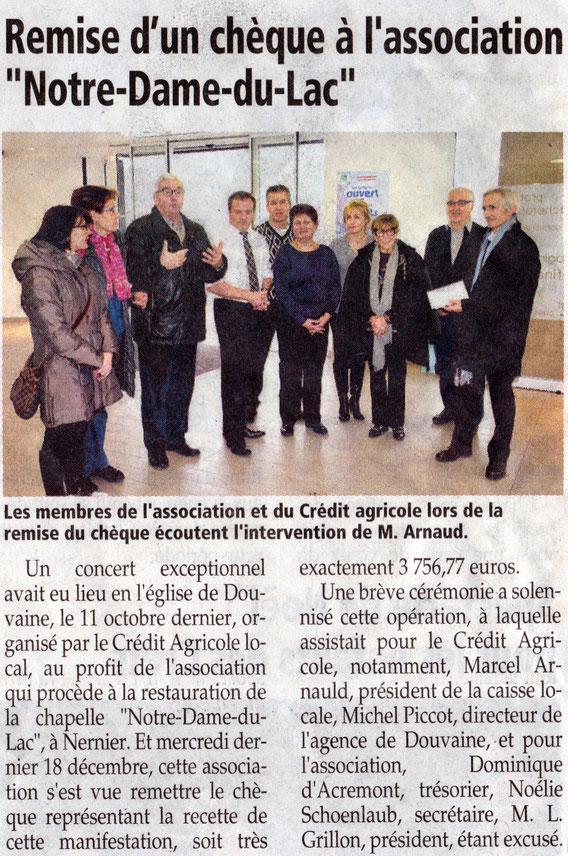 Remise d'un chèque concernant le concert organisé par le Crédit Agricole de Douvaine au profit de la restauration d'un vitrail de la Chapelle Notre Dame du Lac.