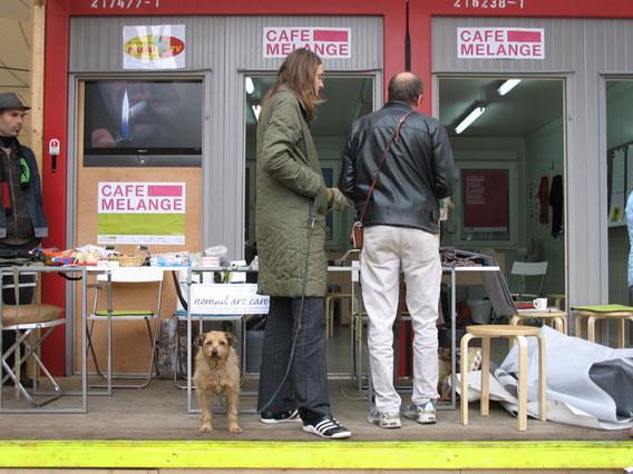 Das KünstlerInnenkollektiv HINTS, Budapest, zu Gast bei Cafe Melange