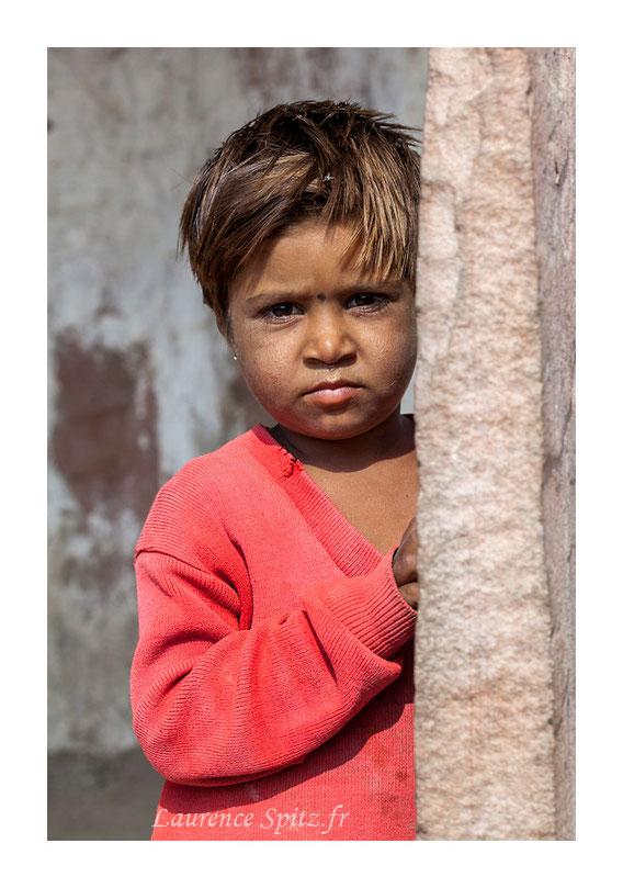 Coucou . Enfant de la communauté Bishnoi.
