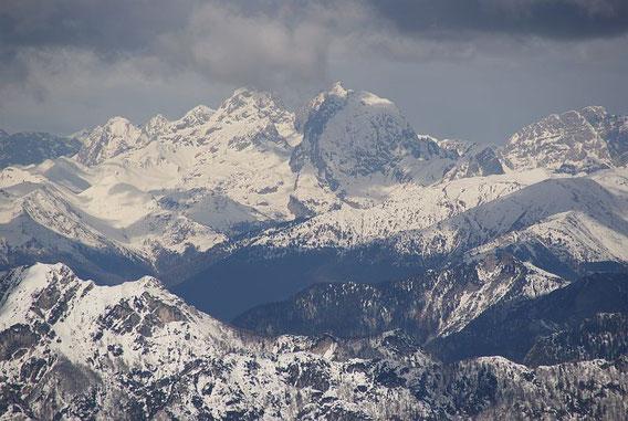 Vom Gipfel der schöne Blick nach Westen zur Kellerwarte