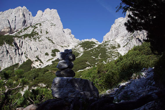 Der Weg hinauf zum Biwak Gorizia führt über diesen breiten Rücken