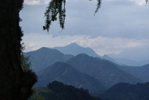 Blick vom höchsten Punkt nach Südosten zum Dobratsch
