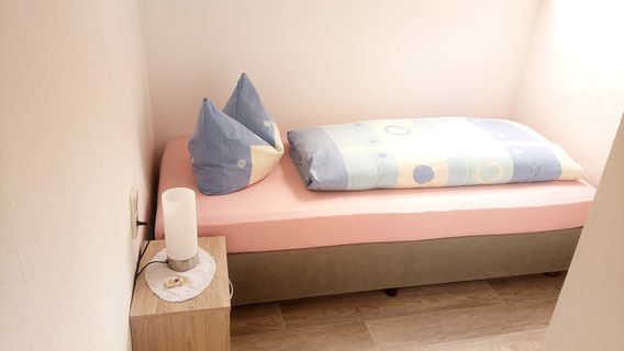 Schlafbereich in einem Einzelzimmer-Apartment