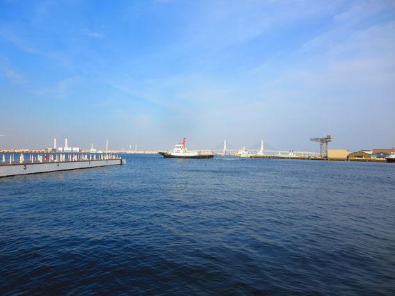 桜木町駅から近くの海