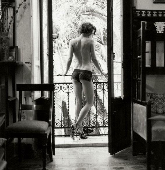 У окна. Фотограф Михель Перес