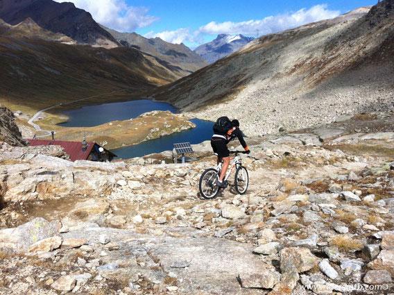 scollinando verso la Val D'Aosta....si entra nel cuore del Gran Paradiso