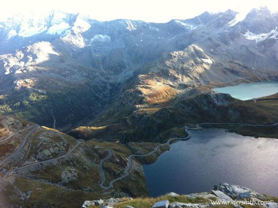 dal Colle del Nivolet il panorama è stupendo ....laghi di tutti i colori