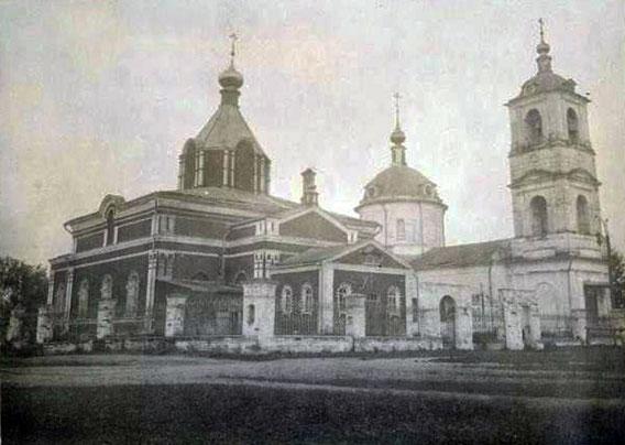 Церковный комплекс. Слева - Богородицкая 1866г., справа - Никольская 1821г.  Фото: Лебедев А.Т. 1932г.