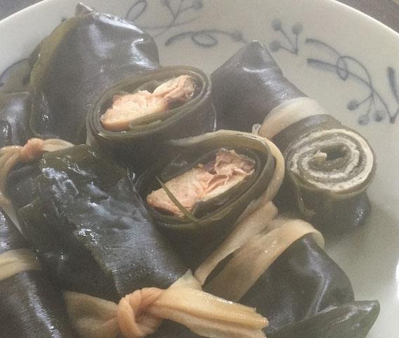 鮭と豚肉を昆布で巻いて