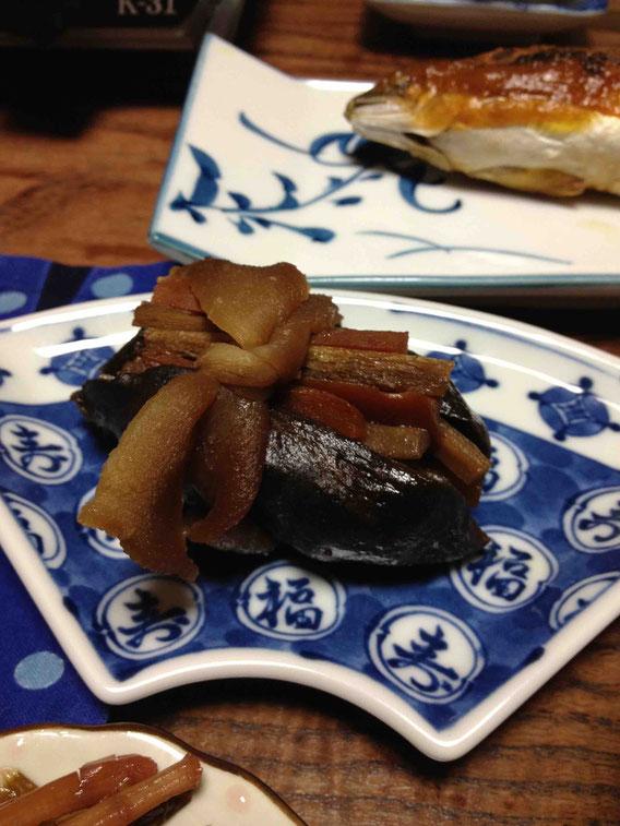 山形の大井沢にある民宿「孝庵」さんのあけび料理。干したあけびの皮で作ります。