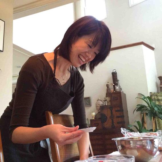 優しい笑顔が魅力の講師の鈴木なお子さん、説明は論理的で、「なぜこうするのか」を説明してもらえるので、とてもよくわかります。「みなさんにこの時間を楽しんでいただきたいんです!」はい、存分に楽しませていただきました!