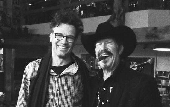 ... mit Kinky Friedman, Schriftsteller, Country-Musiker, Gouverneurskandidat und und und; Mühle Hunziken 2015 (www.kinkyfriedman.com)