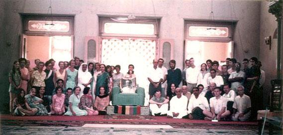 Great Darshan ; Poona 1969 - Australian group