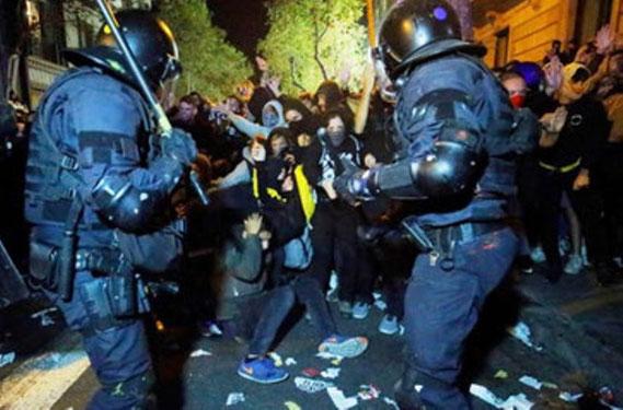 """""""Politivold kan ikke sammenlignes med """"social vold"""". Den er først og fremmest koblet til magthavernes angst"""""""