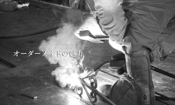 工房でのアイアン加工は暑さとスピードの勝負!より良い手すりを作ります