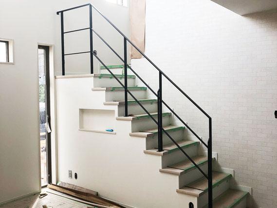 回り階段外壁のアイアン手すり!関東でも発送可能です!