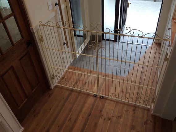 玄関に合わせたオリジナルオーダーキャットゲート