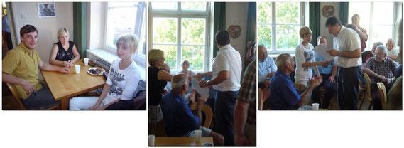 Der 1. Bürgermeister Bernd Müller, ehrt nachträglich unsere Neuzugänge für die 2009 erungene Bayerische Meisterschaft im Frauenschach, Cornelis Nieberle und Schwester Julia Nieberle die den 3. Platz errungen hat.