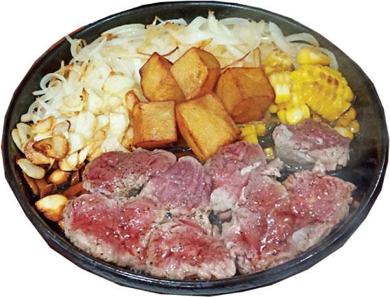 サービスステーキ定食(340バーツ)のステーキ