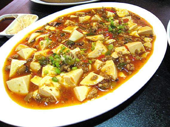 麻婆豆腐。4種類のセット(199バーツ)の一品。まずまずの味。