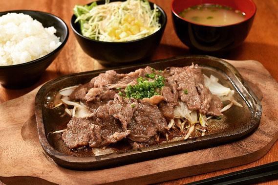 定食人気ナンバー1メニュー☺️ 焼肉プレート定食