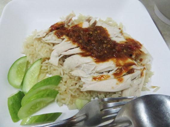 カオマンガイ(蒸し鶏肉のせごはん)はパラパラのごはんがよい