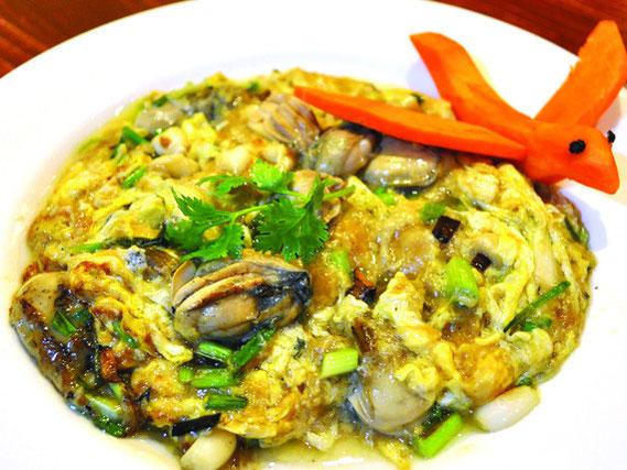 牡蠣がふんだんに入った卵焼き