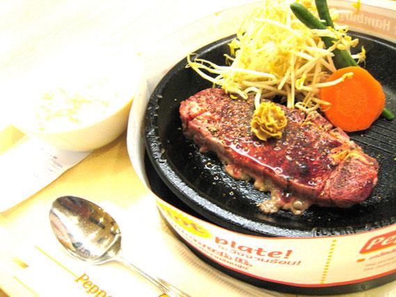 霜降りステーキ・セット 415バーツ ブラックペッパーやバターの香りはいい。ただ味の評価は・・・まずは食べてみて