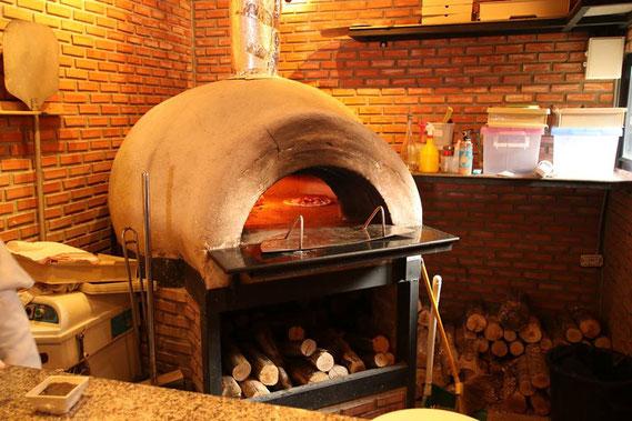 ピザ専用の焼き窯