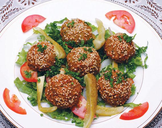ヘルシーで日本人の口に合うメニューもいっぱい。ひよこ豆のコロッケ風『フンムス』