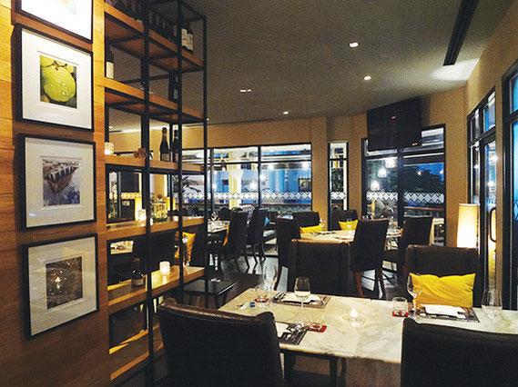 ワインとイタリアン&フュージョン料理を楽しめる店。夜は雰囲気満点でゆったりお酒を楽しめる