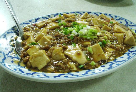 麻婆豆腐 80バーツ 中国風に仕立てた味は、日本のものと少し違う。ひと皿は結構、量もある。