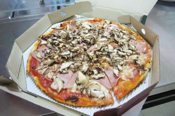 メニュー番号7 トマト、きのこのピザ 285バーツ