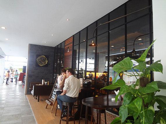 アメリカ料理、ステーキの「ロードハウス・サロン」の2号店