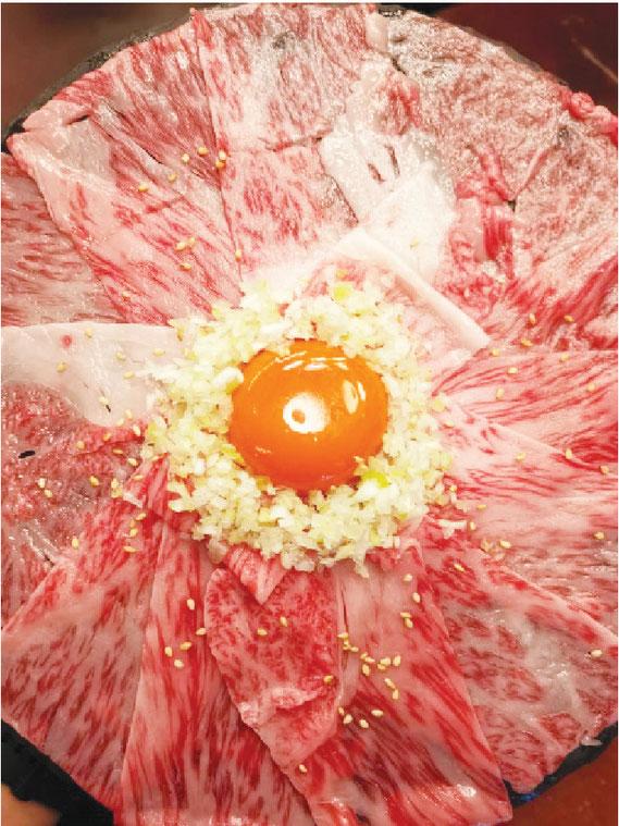 『タイで一番おいしい』と自信を持ってお届けする 黒毛和牛サーロインユッケ(980バーツ)