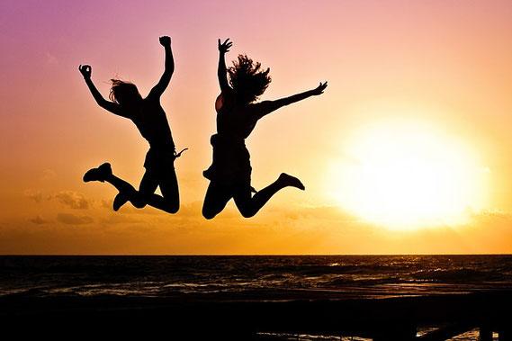 Mit diesen Schritten kannst Du lernen, Deine Einstellung von negativ in positiv zu verändern.