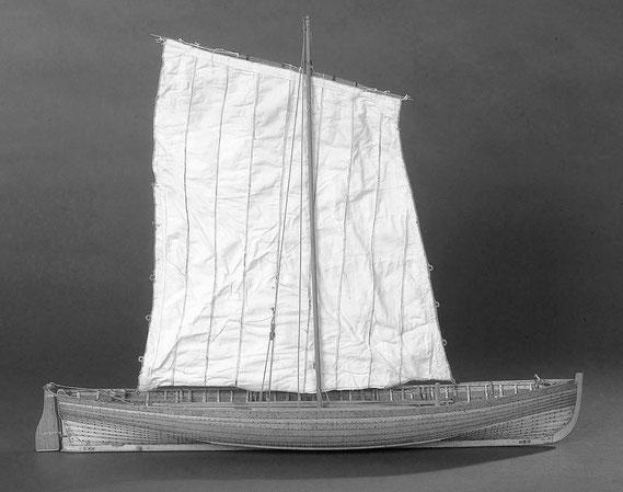 Deal Galley : Ce canot à clin de 31 pieds  armé comme  pilote et  smogleur au Sud-est de la Grande-Bretagne, peut faire penser au fine péniches à clin anglaises de l'époque de l'empire (Maquette national Maritime Museum)