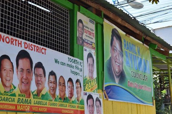 フィリピン大統領選のポスター。中央・最上段のポスターが、今回話題のドュテルテ氏