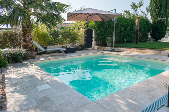 Distributeur excel piscines aubade votre piscine sur le var for Piscine carree semi enterree