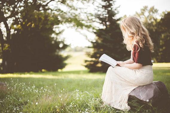 読書をする女性