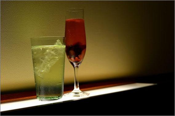 シャンパングラスとノーマルグラス