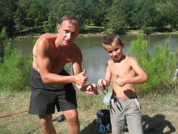 Pêche à l'écrevisse au camping de l'Etang de Bazange Dordogne Bergerac