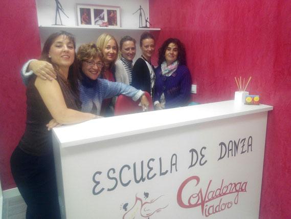 Covadonga Viadero, Myriam González-Gay, Raquel Martínez, Olga Fuentes, Sara Vega, con la Presidenta de la Asociación Belén González-Gay