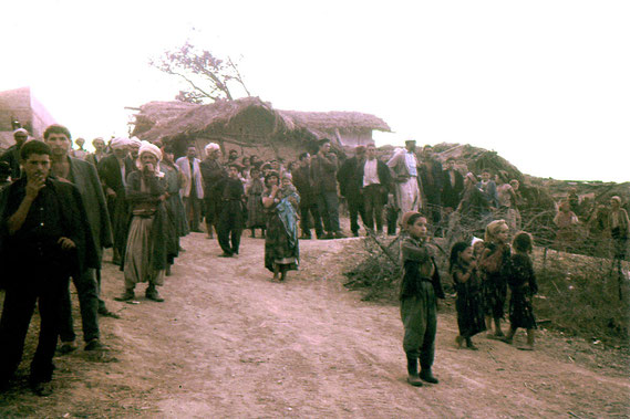 Les habitants d'Ali Cherf à notre départ du poste. JMM-Ali Cherf-13