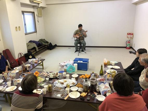 Tritone練馬ギターウクレレ教室 新年会の様子