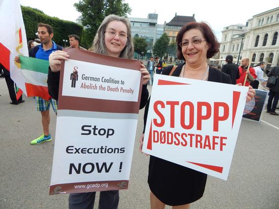 Gabi Uhl (Initiative gegen die Todesstrafe e.V.) und Mina Ahadi (Exil-Iranerin und politische Aktivistin aus Köln)