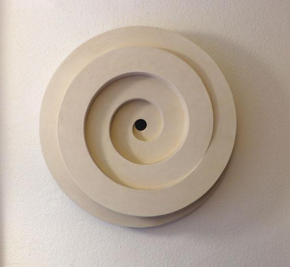 Ohne Titel, 1990, Objekt aus Pappe und Makulatur. Durchmesser 70 cm, Höhe 18 cm, Privatsammlung, Münster