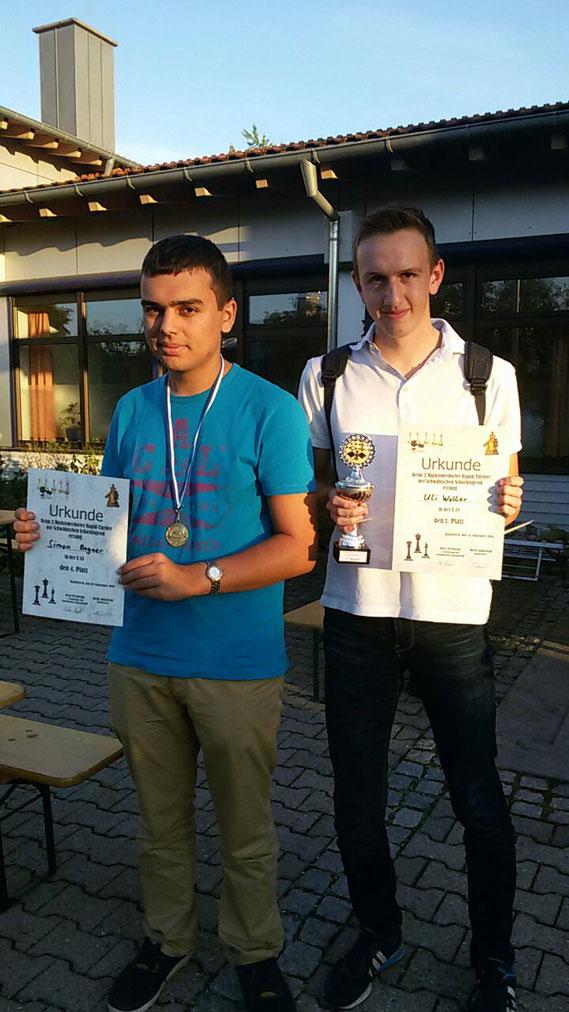 Von links: Simon Bogner (4. der U18), Uli Weller (Sieger der U18)