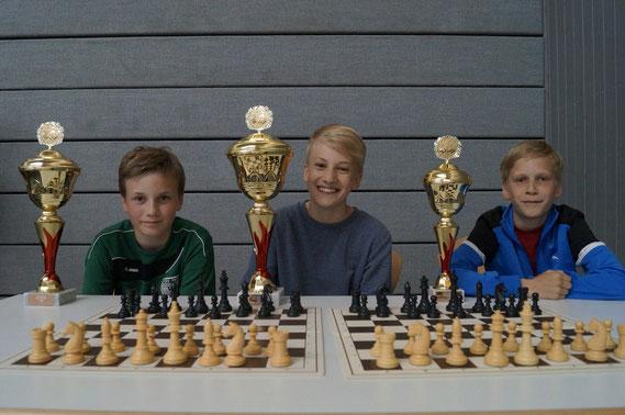 Der Buchloer Sieger der U12 in der Mitte: Gregor Protschka