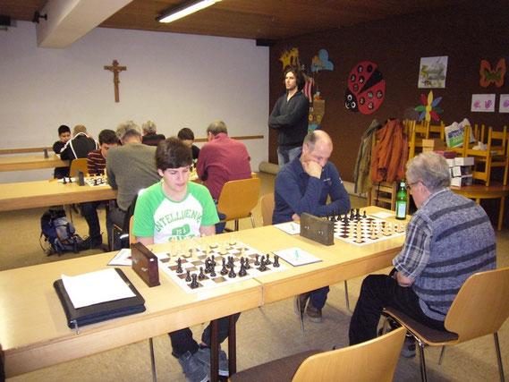 Die vorderen Bretter von Buchloe 3: links mit Weiß Florian Ostenried, rechts mit Schwarz Rudolf Bail